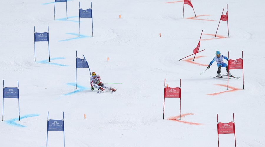 VAIL,COLORADO,USA,10.FEB.15 - ALPINE SKIING - FIS Alpine World Ski Championships, Mixed team event, parallel giant slalom. Image shows Marcel Hirscher (AUT) and Sebastiano Gastaldi (ARG). Photo: GEPA pictures/ Christian Walgram