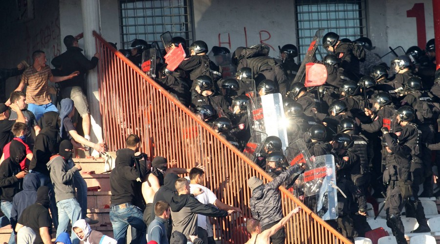 25.04.2015 Belgrade(Serbia) FK Crvena Zvezda(FC Red Star)-FK Partizan Jelen Super Liga men s football FC Red Star fans(Left) fighting with riot police during match : PUBLICATIONxNOTxINxSER