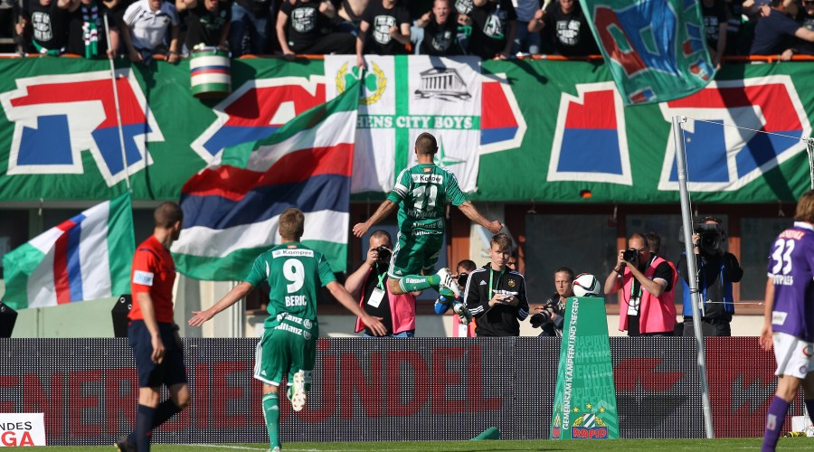 VIENNA,AUSTRIA,17.MAY.15 - SOCCER - tipico Bundesliga, SK Rapid Wien vs FK Austria Wien. Image shows the the rejoicing of Robert Beric and Steffen Hofmann (Rapid). Keywords: Wien Energie. Photo: GEPA pictures/ Christian Ort