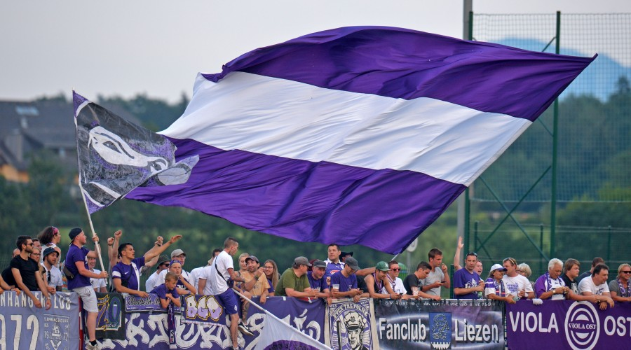 EUGENDORF,AUSTRIA,18.Jul.15 - SOCCER - OEFB Cup, USC Eugendorf vs SV Austria Salzburg. Image shows fans of A.Salzburg. Photo: GEPA pictures/ Hans Osterauer