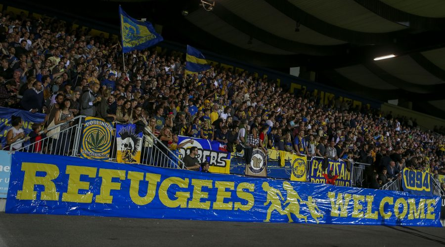 VIENNA,AUSTRIA,04.SEP.15 - SOCCER - Regionalliga Ost, First Vienna FC vs Wiener Sportklub. Image shows fans and a transparent for refugees. Photo: GEPA pictures/ Philipp Brem