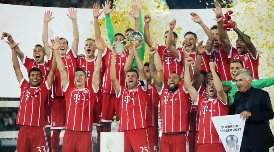 DORTMUND,GERMANY,05.AUG.17 - SOCCER - DFL, Deutsche Fussball Liga, Supercup, Borussia Dortmund vs FC Bayern Muenchen. Image shows the rejoicing of Bayern with Thomas Mueller (Bayern). Keywords: trophy. Photo: GEPA pictures/ Witters/ Tim Groothuis - ATTENTION - COPYRIGHT FOR AUSTRIAN CLIENTS ONLY