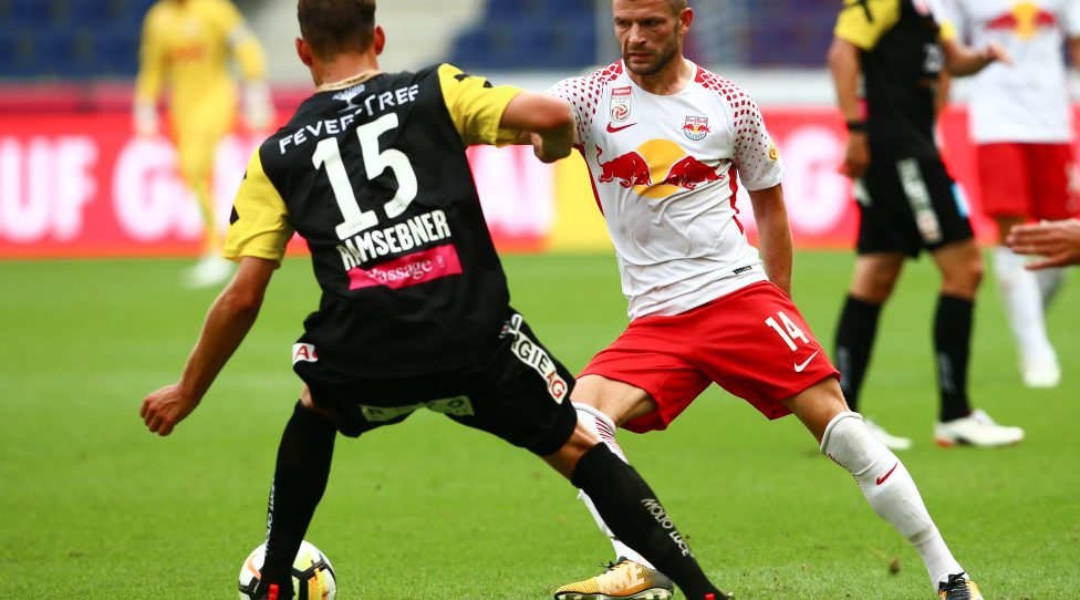 SALZBURG,AUSTRIA,29.JUL.17 - SOCCER - tipico Bundesliga, Red Bull Salzburg vs LASK Linz. Image shows Valon Berisha (RBS) and Christian Ramsebner (LASK). Photo: GEPA pictures/ Felix Roittner