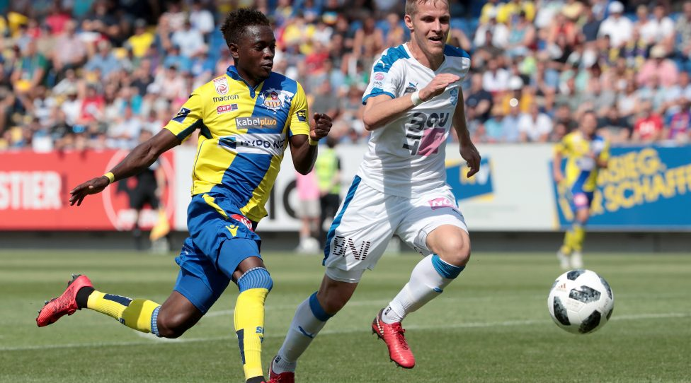 SANKT POELTEN,AUSTRIA,03.JUN.18 - SOCCER - tipico Bundesliga, relegation, SKN Sankt Poelten vs SC Wiener Neustadt. Image shows David Atanga (St.Poelten) and Stefan Hager (Wr.Neustadt). Photo: GEPA pictures/ Walter Luger