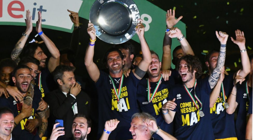 PARMA, ITALY - MAY 27:  The Parma Calcio players celebrate the return in Serie A with the Trophy at Stadio Ennio Tardini on May 27, 2018 in Parma, Italy.  (Photo by Alessandro Sabattini/Getty Images)
