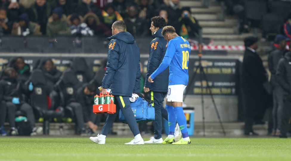 MILTON KEYNES, ENGLAND - NOVEMBER 20:  Neymar Jr of Brazil walks dejected from the pitch after 6 minutes during the International Friendly match between Brazil and Cameroon at Stadium mk on November 20, 2018 in Milton Keynes, England. (Photo by Pete Norton/Getty Images)