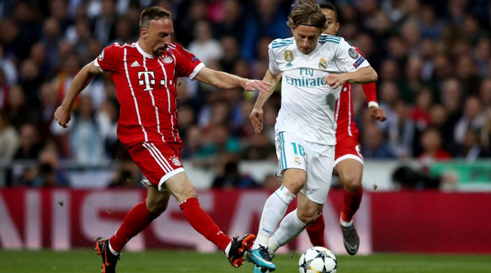 MADRID, SPAIN - MAY 01: Franck Ribery of Muenchen challenges Luka Modric of Madrid during the UEFA Champions League Semi Final Second Leg match between Real Madrid and Bayern Muenchen at the Bernabeu on May 1, 2018 in Madrid, Spain.  (Photo by Lars Baron/Bongarts/Getty Images)