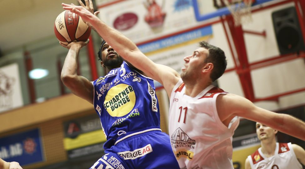 TRAISKIRCHEN,AUSTRIA,10.FEB.19 - BASKETBALL - ABL, Admiral Basketball League, Traiskirchen Lions vs Gmunden Swans. Image shows Chance Murray (Gmunden) and Ramiz Suljanovic (Traiskirchen). Photo: GEPA pictures/ Christopher Kelemen