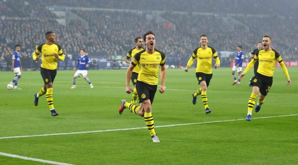 GELSENKIRCHEN, GERMANY - DECEMBER 08:  Thomas Delaney of Borussia Dormund  celebrates after scoring his team's first goal during the Bundesliga match between FC Schalke 04 and Borussia Dortmund at Veltins-Arena on December 8, 2018 in Gelsenkirchen, Germany.  (Photo by Martin Rose/Bongarts/Getty Images)