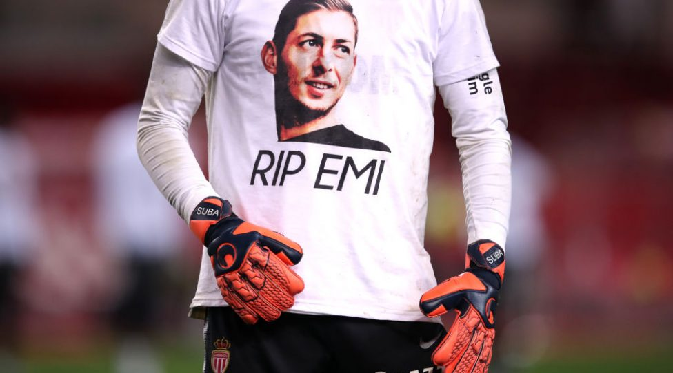 MONACO, MONACO - FEBRUARY 16: A detailed view as the Monaco players warm up in shirts paying tribute to Emiliano Sala during the Ligue 1 match between AS Monaco and FC Nantes at Stade Louis II on February 16, 2019 in Monaco, Monaco. (Photo by Alex Pantling/Getty Images)