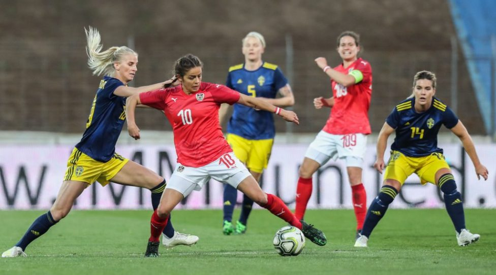 MARIA ENZERSDORF,AUSTRIA,09.APR.19 - WOMEN SOCCER - OEFB international match, Austria vs Sweden, test match. Image shows Sofia Jakobsson (SWE), Laura Feiersinger (AUT), Nilla Fischer (SWE), Nina Burger (AUT) and Hanna Folkesson (SWE). Photo: GEPA pictures/ Michael Meindl