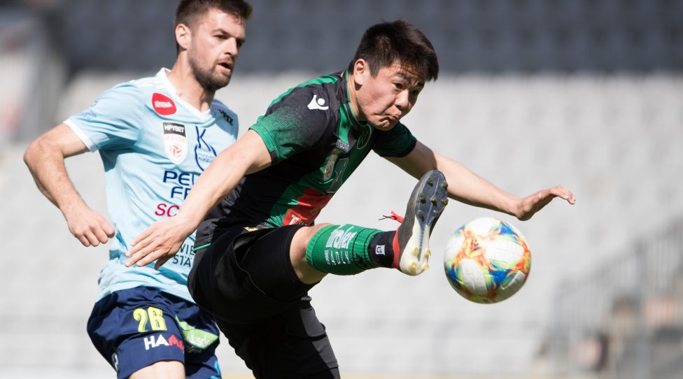 INNSBRUCK,AUSTRIA,07.APR.19 - SOCCER - Zweite Liga, FC Wacker Innsbruck II vs SV Lafnitz. Image shows Martin Rodler (Lafnitz) and Atsushi Zaizen (Wacker II).  Photo: GEPA pictures/ Andreas Pranter