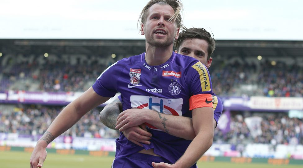 VIENNA,AUSTRIA,03.MAR.19 - SOCCER - tipico Bundesliga, FK Austria Wien vs TSV Hartberg. Image shows the rejoicing of Alexander Gruenwald (A.Wien) and Christoph Martschinko (A.Wien). Photo: GEPA pictures/ Christian Ort