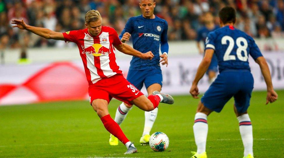 SALZBURG,AUSTRIA,31.JUL.19 - SOCCER - tipico Bundesliga, Premier League, Red Bull Salzburg vs Chelsea FC, test match. Image shows Erling Haaland (RBS) and Cesar Azpilicueta (Chelsea). Photo: GEPA pictures/ Jasmin Walter