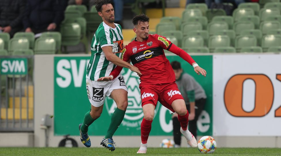 MATTERSBURG,AUSTRIA,04.MAI.19 - SOCCER - tipico Bundesliga, qualification group, SV Mattersburg vs SCR Altach. Image shows Alejandro Velasco Farinas (Mattersburg) and Mergin Berisha (Altach). Photo: GEPA pictures/ Christian Ort