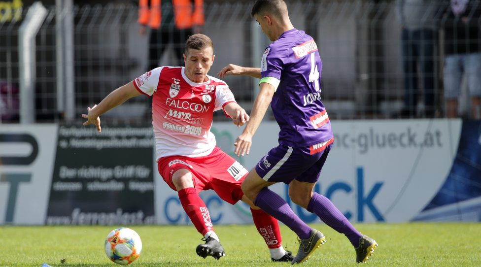 STEYR,AUSTRIA,22.SEP.19 - SOCCER - HPYBET 2. Liga, Vorwaerts Steyr vs Young Violets Austria Wien. Image shows Bojan Mustecic (Steyr) and Stefan Jonovic (Young Violets). Photo: GEPA pictures/ Walter Luger