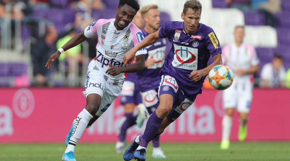 VIENNA,AUSTRIA,03.AUG.19 - SOCCER - tipico Bundesliga, FK Austria Wien vs Linzer ASK. Image shows Samuel Tetteh (LASK)  and Florian Klein (A.Wien). Photo: GEPA pictures/ Christian Ort