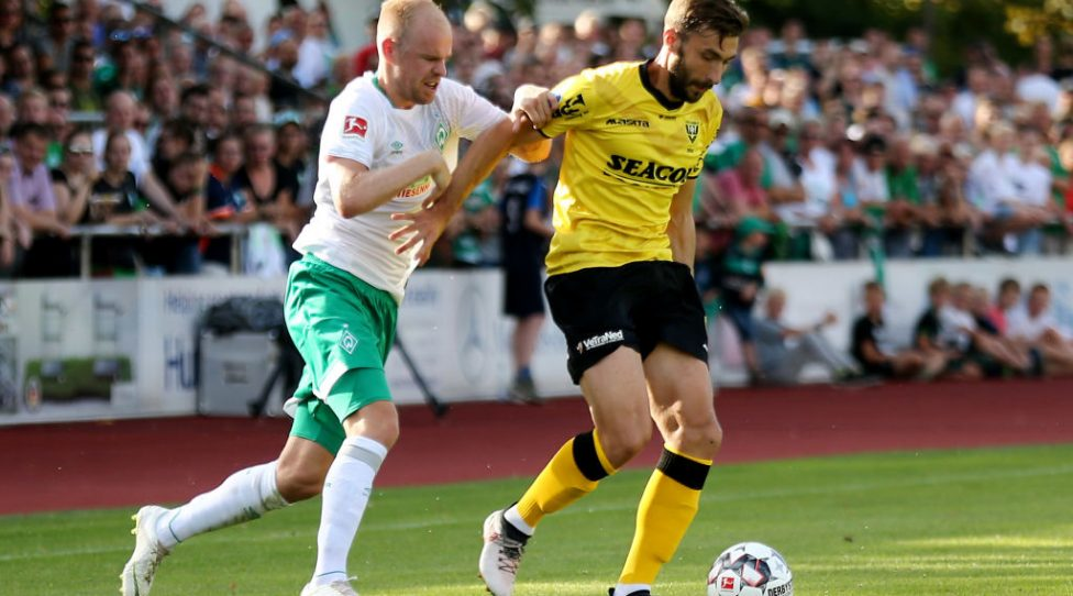 LOHNE BEI VECHTA, GERMANY - JULY 30: (L-R) Davy Klaassen of Bremen challenges Tino Susic of Venlo during the Pre Season Friendly Match between VVV Venlo and Werder Bremen at Heinz-Dettmer-Stadion Lohne on July 30, 2018 in Lohne bei Vechta, Germany. (Photo by Christof Koepsel/Getty Images)
