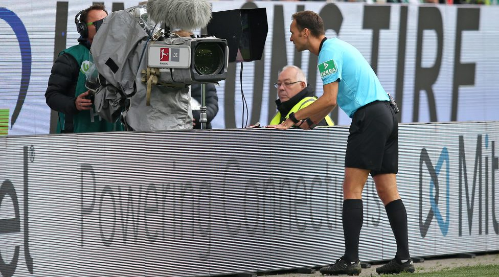 WOLFSBURG, GERMANY - OCTOBER 06: Referee Bastian Dankert consult the video assistant during the Bundesliga match between VfL Wolfsburg and 1. FC Union Berlin at Volkswagen Arena on October 06, 2019 in Wolfsburg, Germany. (Photo by Cathrin Mueller/Bongarts/Getty Images)