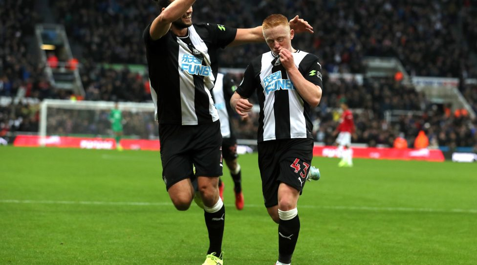 NEWCASTLE UPON TYNE, ENGLAND - OCTOBER 06: Matthew Longstaff of Newcastle United celebrates with teammate Andy Carroll after scoring his team's first goal  during the Premier League match between Newcastle United and Manchester United at St. James Park on October 06, 2019 in Newcastle upon Tyne, United Kingdom. (Photo by Ian MacNicol/Getty Images)