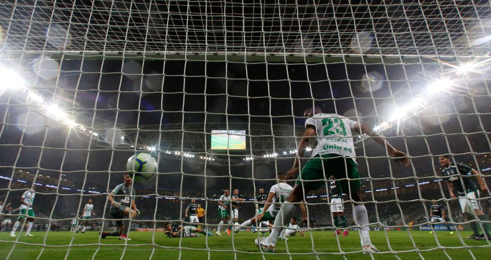 SAO PAULO, BRAZIL - OCTOBER 16: Felipe Melo of Palmeiras scores his team's first goal during a match between Palmeiras and Chapecoense for the Brasileirao Series A 2019 at Allianz Parque on October 16, 2019 in Sao Paulo, Brazil. (Photo by Miguel Schincariol/Getty Images)