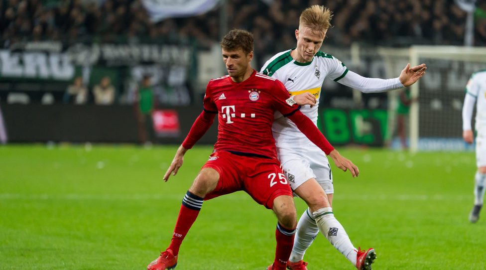 MOENCHENGLADBACH, GERMANY - MARCH 02: Thomas Mueller of Bayern Muenchen and Oscar Wendt of Borussia Moenchengladbach battle for the ball during the Bundesliga match between Borussia Moenchengladbach and FC Bayern Muenchen at Borussia-Park on March 2, 2019 in Moenchengladbach, Germany. (Photo by TF-Images/Getty Images)