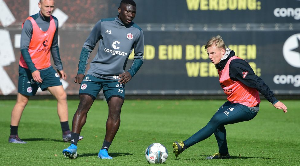 HAMBURG,GERMANY,02.OCT.19 - SOCCER - 2. DFL, 2. Deutsche Bundesliga, FC St. Pauli, training. Image shows Sebastian Ohlsson, Youba Diarra and Mats Moeller Daehli (St.Pauli). Photo: GEPA pictures/ Witters/ Valeria Witters