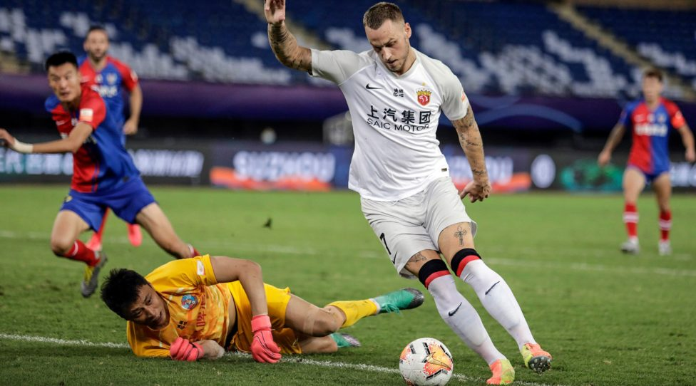 This photo taken on August 6, 2020 shows Shanghai SIPG's Marko Arnautovic (R) competing for the ball during their Chinese Super League (CSL) football match with Qingdao Huanghai in Suzhou in China's eastern Jiangsu province. (Photo by STR / AFP) / China OUT (Photo by STR/AFP via Getty Images)