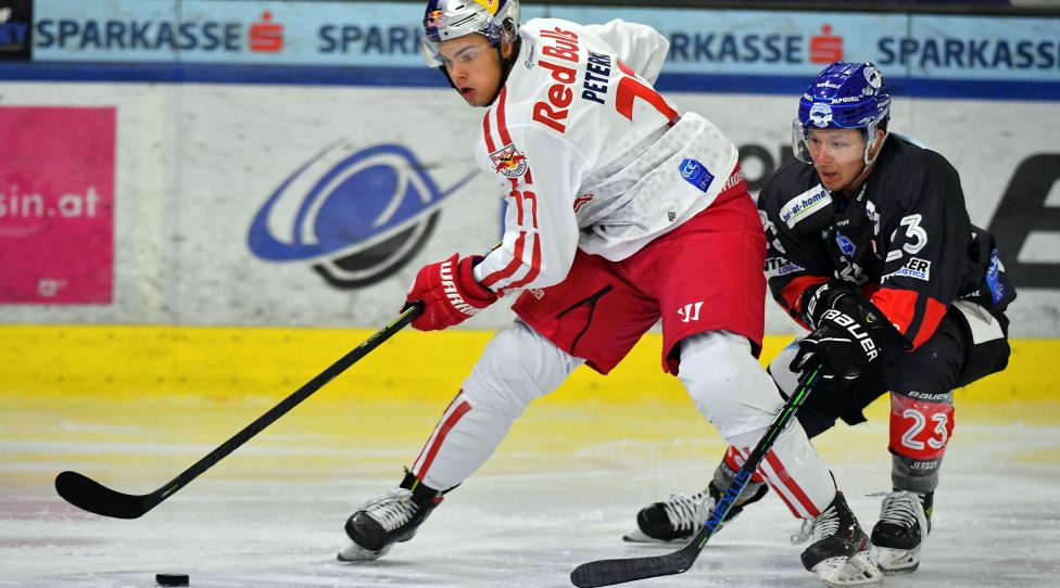 INNSBRUCK,AUSTRIA,16.OCT.20 - ICE HOCKEY - ICE Hockey League, HC Innsbruck vs EC Red Bull Salzburg. Image shows John Jason Peterka (EC RBS) and Christian Jennes (Innsbruck). Photo: GEPA pictures/ Amir Beganovic