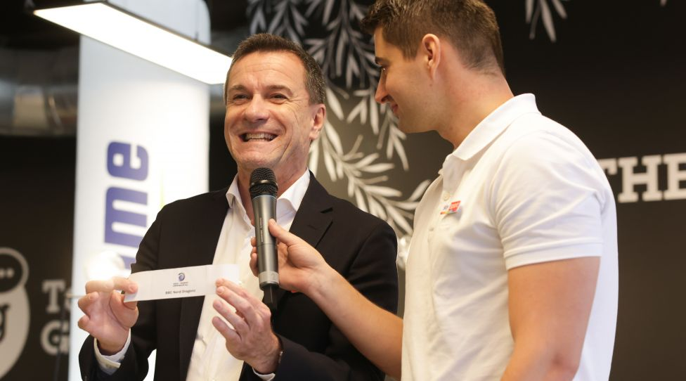 VIENNA,AUSTRIA,07.OCT.21 - BASKETBALL - BSL, Basketball Superliga, season opening, press conference. Image shows Gerfried Proell and Michael Ganhoer (Sky) during a drawing. Photo: GEPA pictures/ David Bitzan